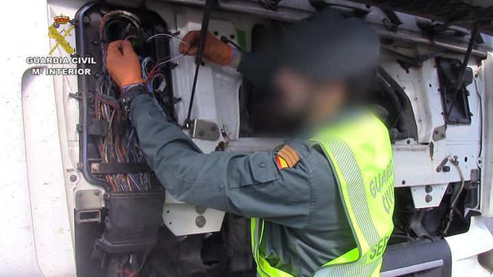 La Guardia Civil investiga un delito contra el medio ambiente de una empresa de transporte de Madrid.