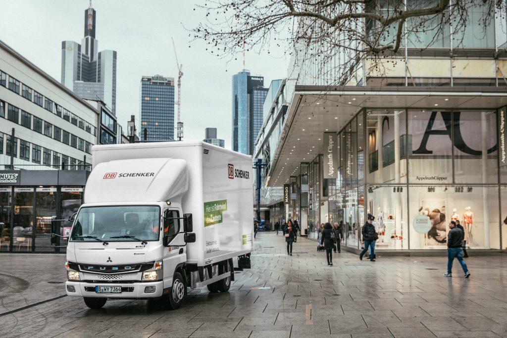 DBSchenker pone en marcha cuatro Fuso eCanter más para la distribución urbana.