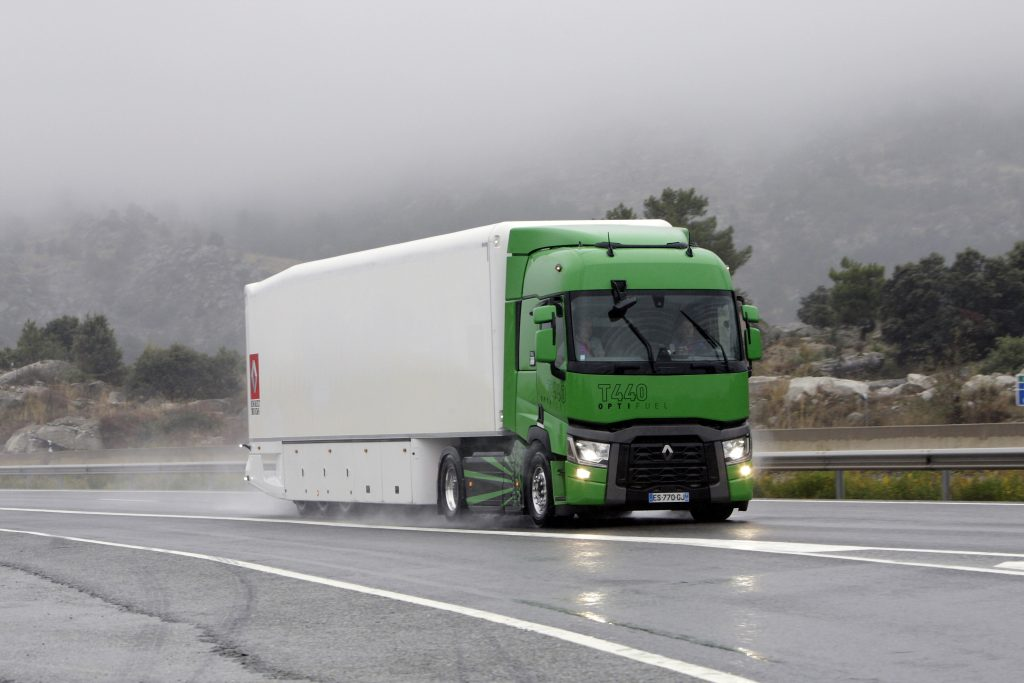FENADISMER defiende la exigencia de una antigüedad máxima de cinco meses a los vehículos para acceder a una tarjeta nueva de transporte.