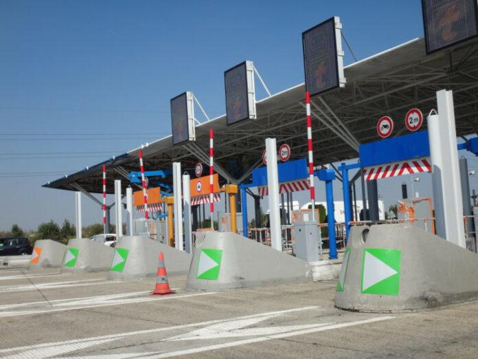 Porticos de peaje en una autopista en España.