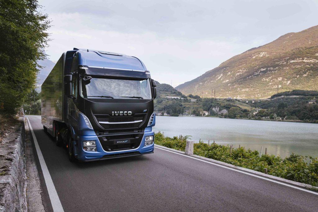 Iveco pone en marcha una Carrera de relevos con cinco conductores de cinco países para poner en valor la figura del conductor de larga distancia.