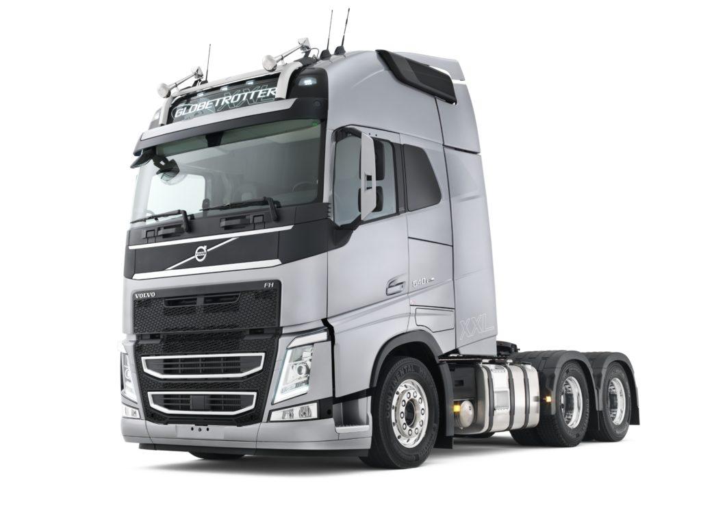 La nueva cabina XXL del FH de Volvo es 600 litros más grande que la cabina XL pero igual de segura para el conductor.