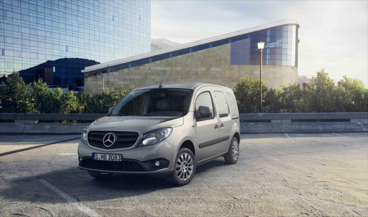 Mercedes-Benz pone a la venta la furgoneta compacta Citan con el paquete Night.