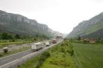 El sector pide a Tráfico que anule la Resolución que prohibe circular camiones en la N232