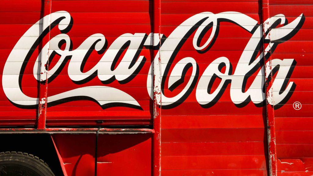 La planta de Coca-Cola en Galicia quiere dejar de trabajar directamente con los transportistas gallegos para hacerlo indirectamente subcontratados por el Grupo Sesé.
