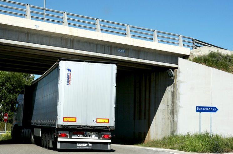 La Generalitat ha suspendido temporalmente las restricciones de circulación de camiones en la NII.