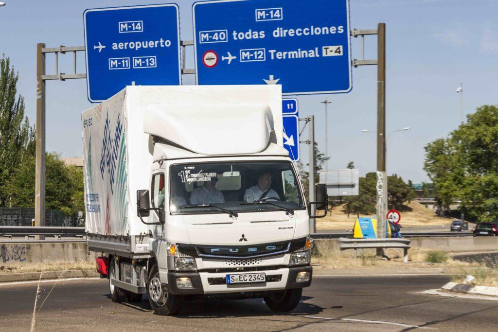 Mercedes-Benz Trucks España ha organizado unas pruebas reales de conducción del Fuso eCanter, 100% eléctrico, con potenciales clientes.