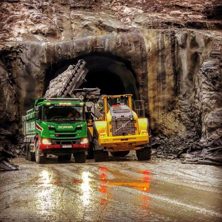 Una empresa de construcción noruega sustituye dumperes pesados por Scania G500 6x6 con cajas automáticas Allison y solo encuentra ventajas.