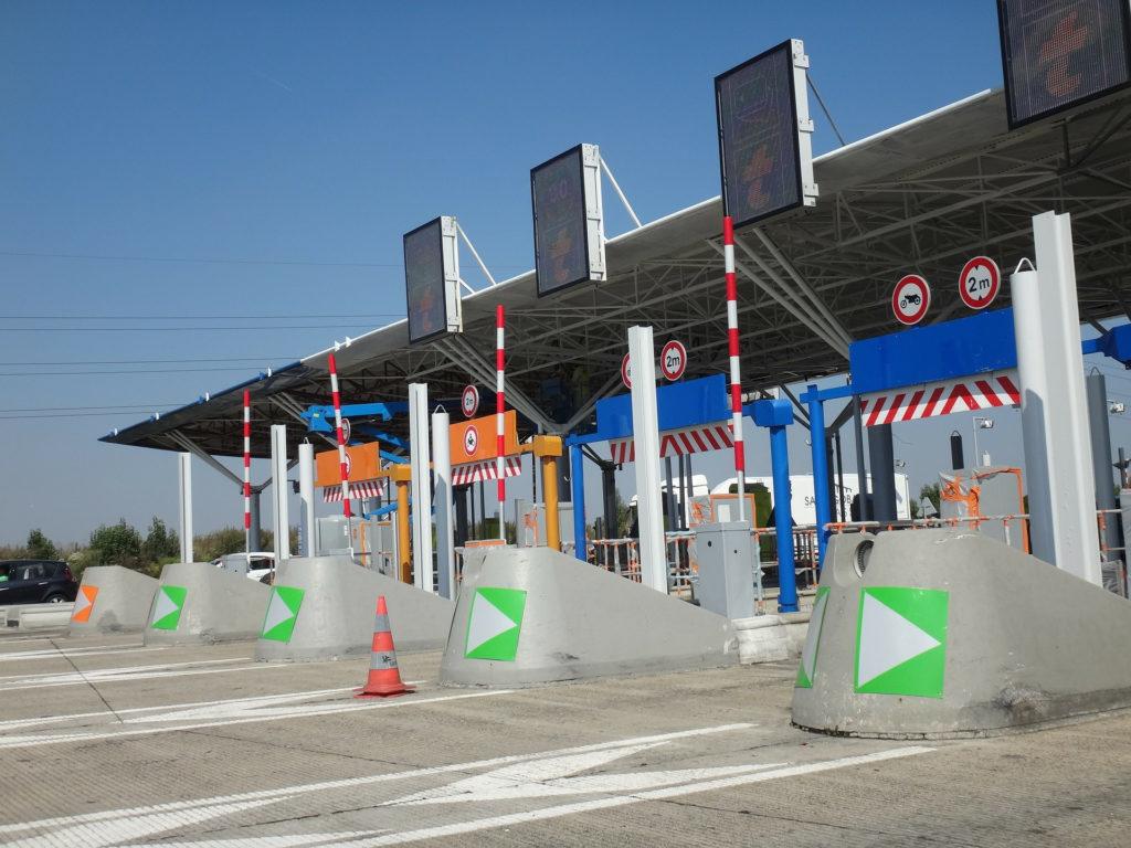 Fomento ha dado a conocer un posible plan para establecer un peaje económico en las actuales autovías gratuitas para financiar el coste de mantenimiento de las infraestructuras.