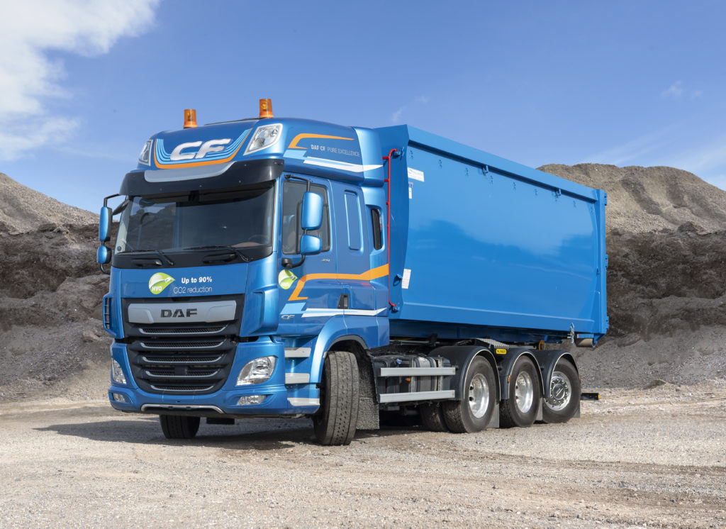 El nuevo chasis de DAF FAW 8x4 para construcción cuenta con un eje trídem con dos ejes de tracción y el tercero de dirección