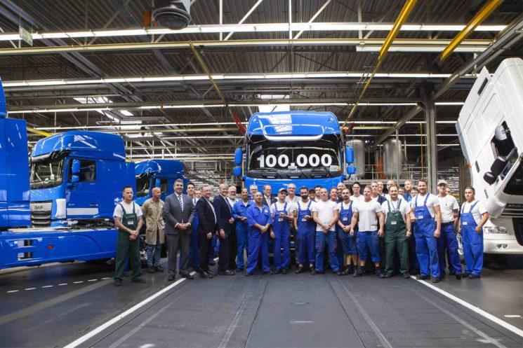 DAF ha hecho entrega ya de la unidad 100000 de la nueva generación del XF y CF, cuya producción se inició en 2017.