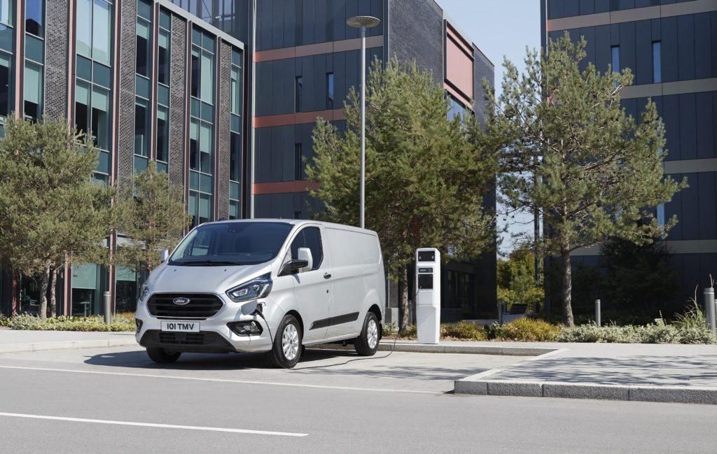 La nueva Ford Transit Custom híbrida con 56 kilómetros de autonomía en versión 100% eléctrica.