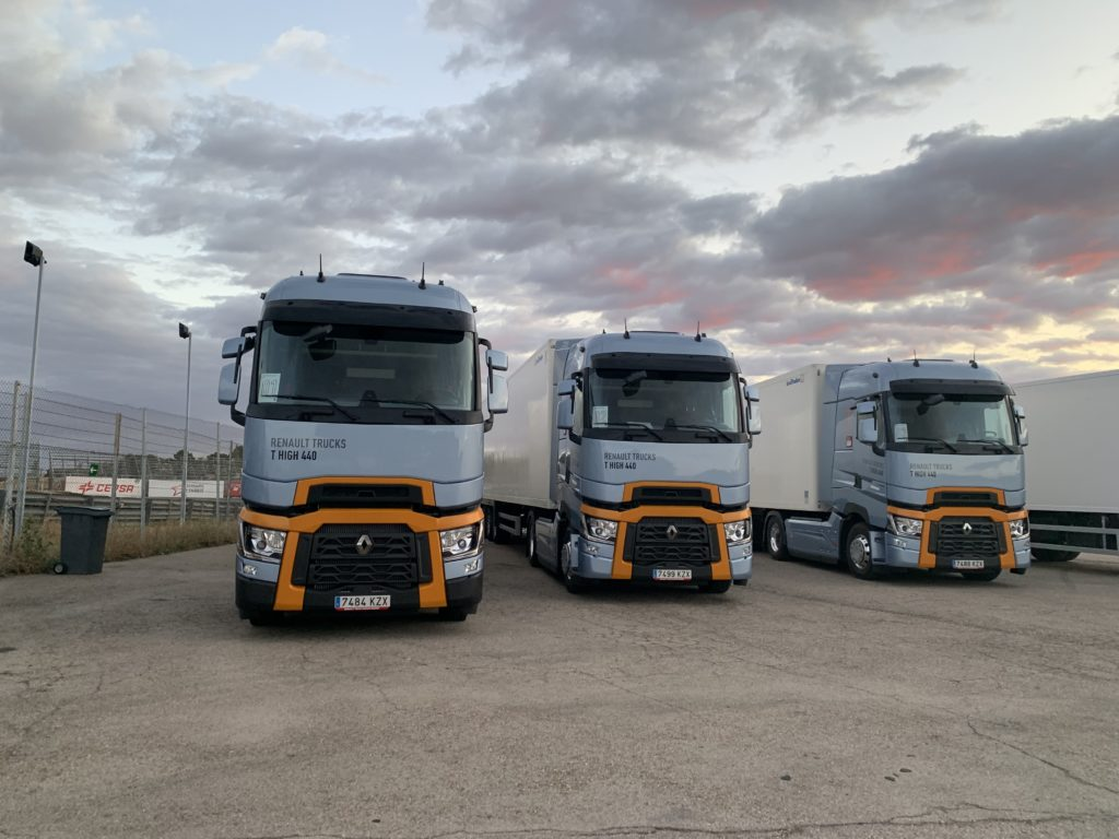La final del Desafío Optifuel de Renault Trucks se disputó a bordó de estos tres Renault T440 Step D.