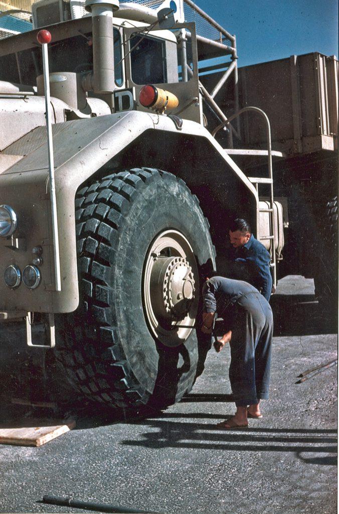 La altura de las ruedas del Berliet T100 era de 2,2 metros.