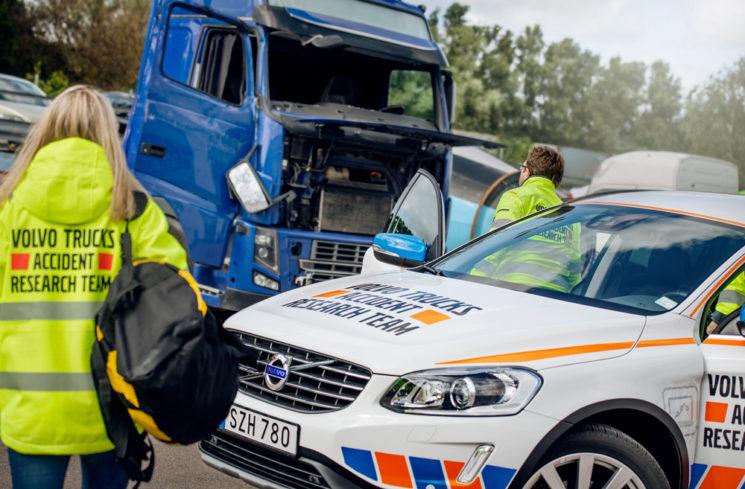 Hace 50 años que Volvo creó un equipo de investigadores para estudiar la información procedente de los accidentes con camiones involucrados para mejorar la seguridad.