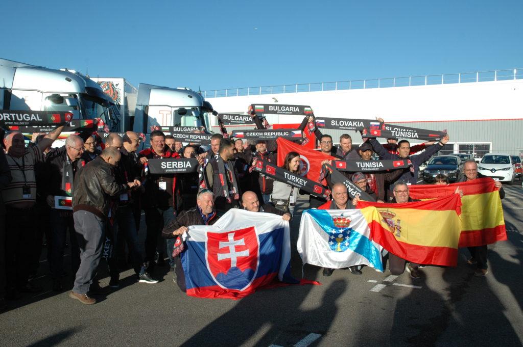 Participantes de varios países en las instalaciones de Renault Trucks en Lyon para participar en la final internacional del Optifuel Challenge 2019.