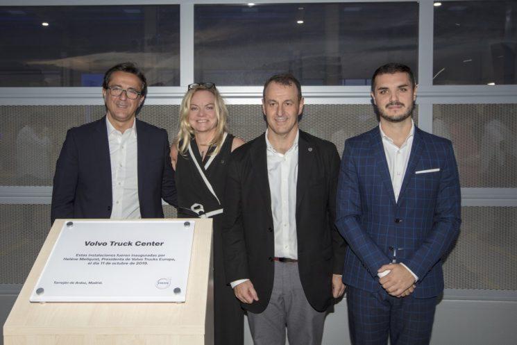 De izquierda a derecha, Giovanni Bruno, director general de Volvo Trucks España; Heléne Melqvist, presidenta de Volvo Trucks Europe; Óscar Castellano, gerente del Volvo Trucks Center de Torrejón, y Alejandro Navarro, tercer Teniente de Alcalde del Ayuntamiento de Torrejón de Ardoz.