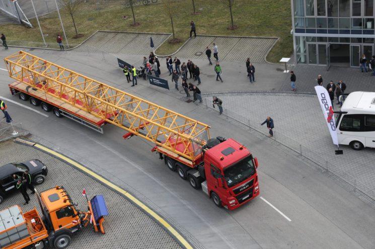Los agentes de tráfico de la Guardia Civil están multando con 401 euros a los transportes especiales que no incluyen la identificación de la autorización especial en el documento de transporte.
