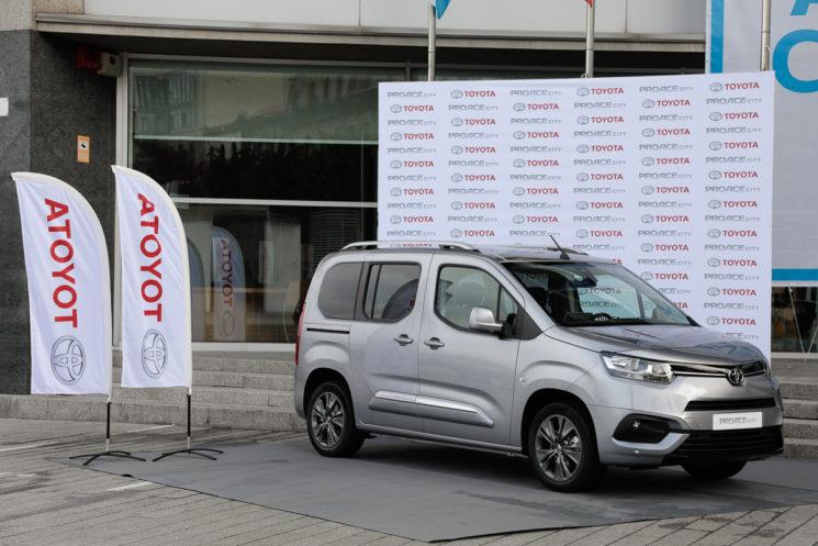 Toyota lanza la nueva furgoneta PROACE City, situada en el segmento de vehículos comerciales ligeros, del que se venden unas 200.000 unidades al año en España.