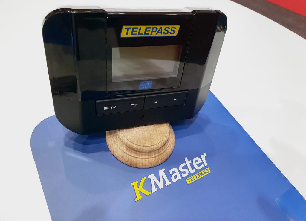 Telepass KMaster es un dispositivo que permite de forma simultánea el pago de peajes y la gestión de flotas.
