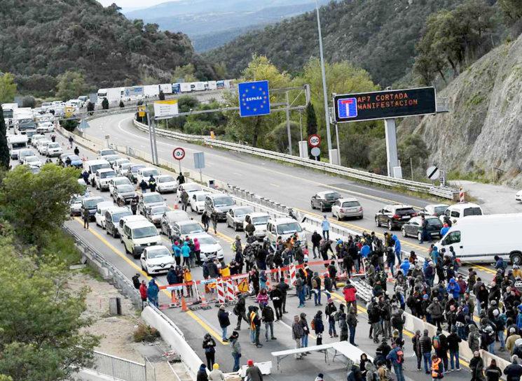 Las organizaciones empresariales de transporte denunciarán a los responsables de los cortes en la Junquera.