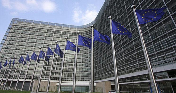 La situación política en Rumanía, país al que corresponde designar al Comisari@ de Transportes, hace que la presidenta de la Comisión Europea no haya podido conformar su Gabinete, dos meses después de su nombramiento.