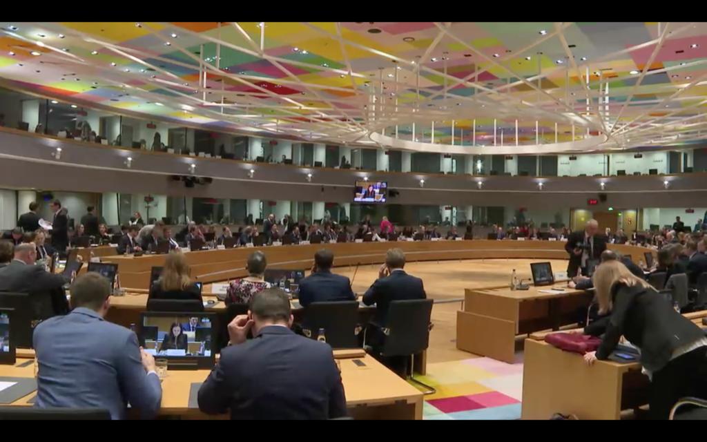 El Consejo de Ministros europeo piensa en la euroviñeta, o peaje para camiones por uso de infraestructuras, como herramienta medioambiental.