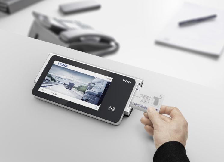 Continental lanza un nuevo lector de tarjetas de conductor y llaves de descarga con pantalla táctil y con wifi para una mayor facilidad de transferencia.