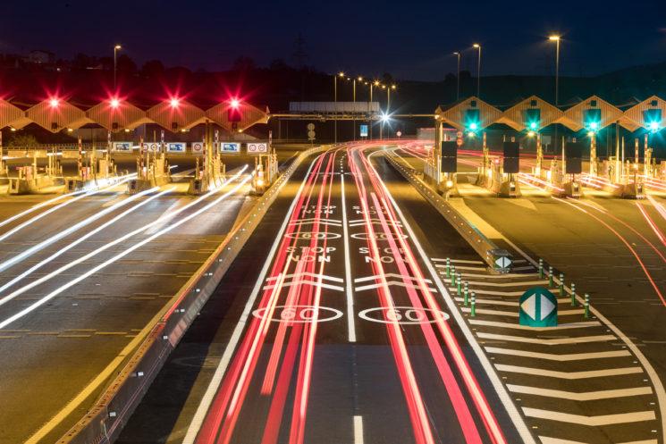 Desde el 1 de enero dejan de ser de pago la AP-4 Sevilla-Cádiz y los tramos de la AP-7 Alicante-Valencia y Valencia-Tarragona. Además, el peaje de las autopistas en régimen de concesión registrará una subida media del 0,84.