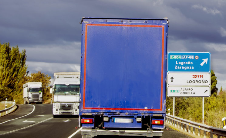 La DGT logra esquivar la sentencia en contra del desvío obligatorio de camiones a la autopista Ap68.