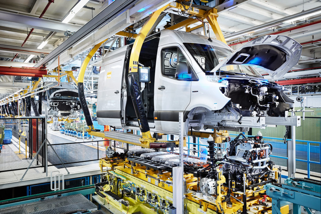 Mercedes-Benz comienza la producción de la eSprinter en la planta de Düsseldorf.
