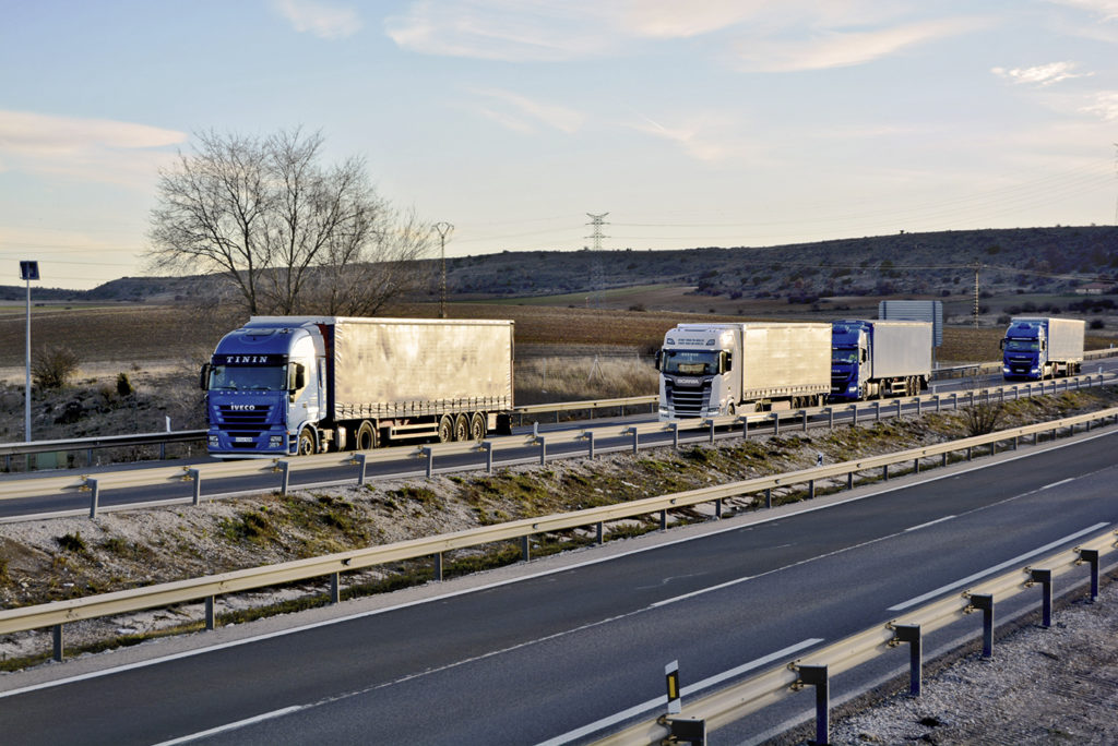 La DGT va a restringir desde Burgos la salida de camiones a Europa por la AP-1/N-1 a partir de 2020 con el fin de que no se acumulen camiones en el País Vasco los fines de semana ya que no hay parkings suficientes.