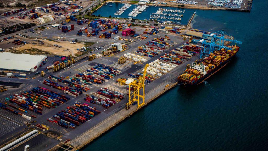 Bloqueos de camiones en los puertos franceses por la huelga de los trabajadores portuarios en protesta por el retraso en la edad de jubilación.