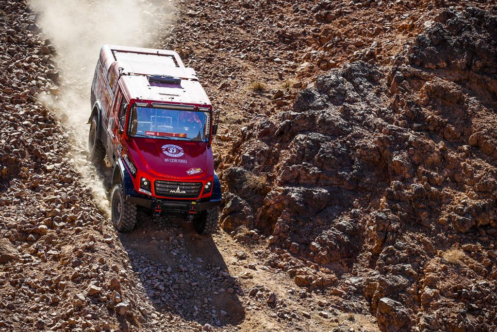 El equipo MAZ lidera el DAKAR 20202 camiones después de ganar la segunda etapa.