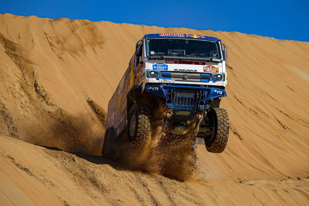 La etapa 11 del Dakar 2020 ha servido para que el equipo Kamaz hiciera toda una demostración.