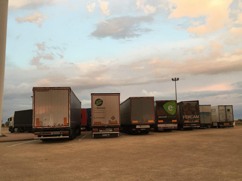 La DGT no da marcha atrás y confirma su intención de establecer una nueva restricción a camiones en la AP1 en Burgos todos los domingos de verano y diferentes festivos por el bien de la movilidad y de la seguridad vial.