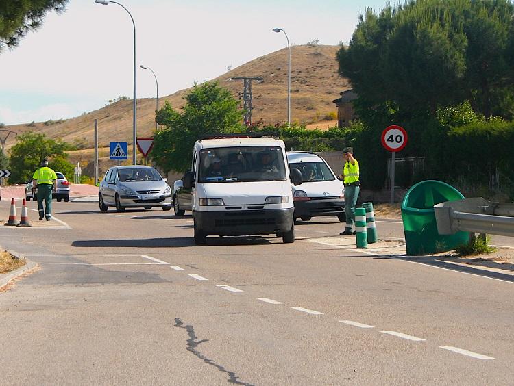 Guardia Civil Deteniendo vehículos para inspección