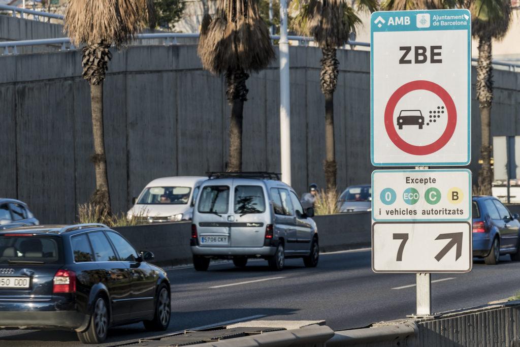 La zona de bajas emisiones de Barcelona expulsa a las furgonetas sin distintivo a partir del 1 de enero de 2021.