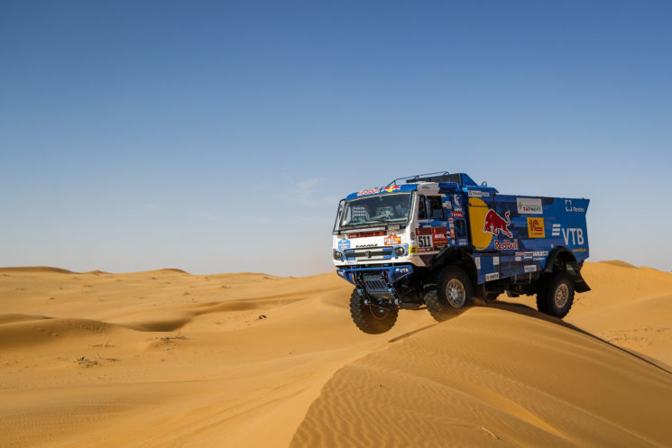 Karginov ha ganado la octava etapa del Dakar 2020, la tercera consecutiva, y de momento se muestra imbatible liderando la carrera.