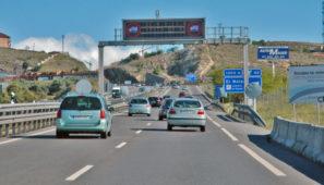 En el texto publicado en el BOE con las restricciones la DGT ha confirmado la restricción a los camiones en Burgos y ha sorprendido con nuevas restricciones en Huesca, con la intención parece de favorecer el desplazamiento de esquiadores, y en Valencia, para no entorpecer los desplazamientos de turismos y motos en el entorno de Cheste durante la celebración del GP Motos.
