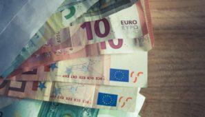 La Comisión Europea ha dado los primeros pasos para fijar un salario mínimo europeo y, no menos importante, un seguro de desempleo comunitario.