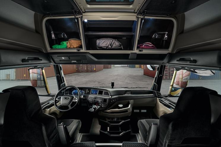 La nueva generación MAN de camiones dispone de ocho cabinas para los cuatro componentes de la gama: TGX, TGS, TGM y TGL. En la que se ha prioridad la comodidad del conductor, el confort y la seguridad.