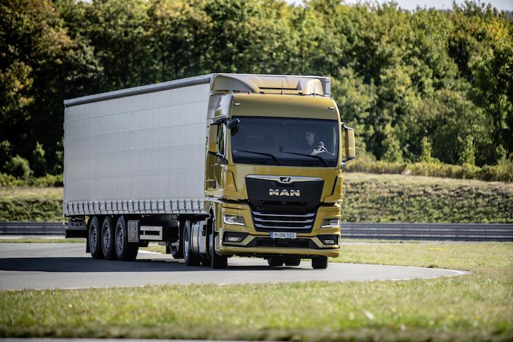El nuevo MAN TGX, para larga distancia, puede llegar a ahorrar un 8% de consumo gracias a sus motores Euro 6 d, el nuevo eje motriz, la aerodinámica mejorada y el control de velocidad con GPS.