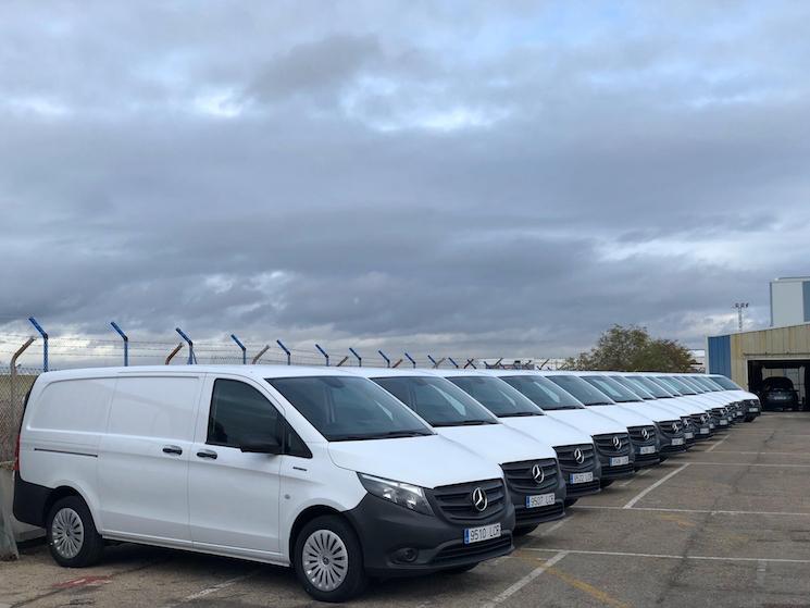 Autolica Industriales entrega once furgones eVito, 100% eléctricos y cero emisiones, a la empresa de paquetería urgente ARA Vinc.
