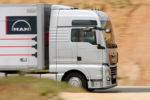 Transportes autoriza dos personas en un camión