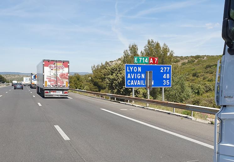 Francia levanta las restricciones a camiones hasta el 20 de abril.