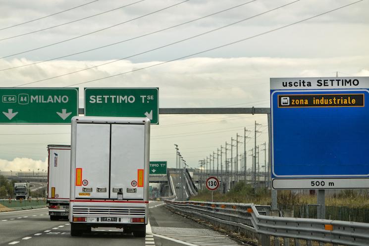 Italia endurece las medidas de acceso al país y empieza a exigir una declaración sanitaria a los conductores en el frontera.