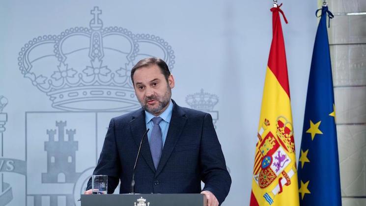 José Luis Ábalos, Ministro de Transporte, dirige una carta de agradecimiento a todos los transportistas por su labor fundamental durante la crisis del coronavirus.