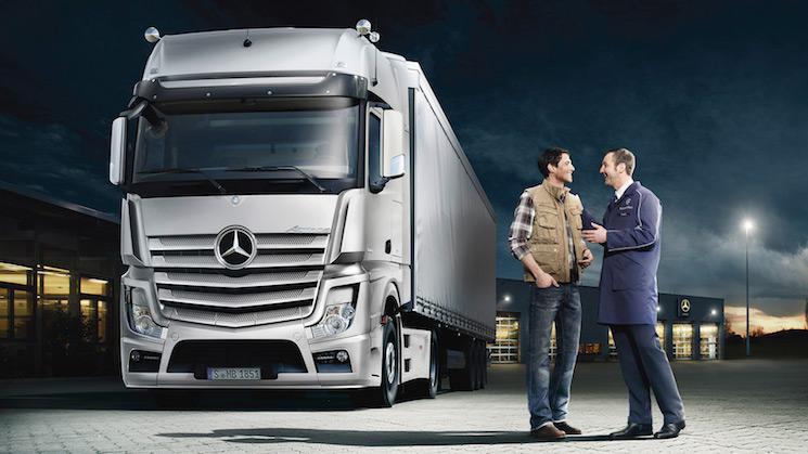 Mercedes-Benz España sigue atendiendo las necesidades de sus clientes a través de su servicio 24 horas a quien se puede contactar directamente o a través del taller autorizado.