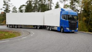 Cataluña prorroga la vigencia de las autorizaciones complementarias de transportes especiales y megacamiones por el estado de alarma.